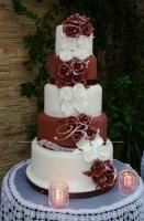 Tort weselny z czekolady plastycznej