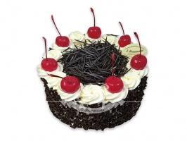 Tort szwarcwaldzki - Klasyczny tort niemiecki na bazie ciasta czekoladowego z bitą śmietaną i wiśniami w likierze.