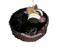 Tort de lux - Kompozycja lekkiego kremu z orzechów włoskich oraz musu na bazie bitej śmietany o smaku<br> tiramisu, połączone blatem bakaliowym, czekoladowym oraz jasnym w towarzystwie chrupiącej czekolady i konfitury z porzeczki.